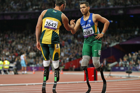 Brazil's Alan Oliveira (R) is congratulated by South Africa's Oscar Pistorius after winning the men's 200m T44 classification at the Olympic Stadium during the London 2012 Paralympic Games (Reuters/Eddie Keogh)