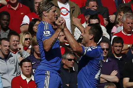 Fernando Torres and John Terry celebrate (Reuters)