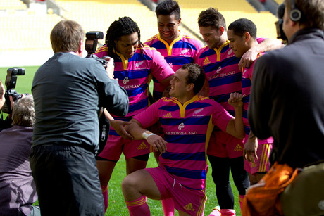 Dagg with his pink and proud team members (Photosport)