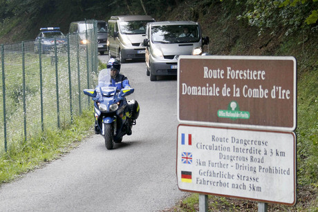 rench gendarmes escort hearses leaving La Combe d'Ire raoad in Chevaline near Annecy, southeastern France (Reuters/Robert Pratta)