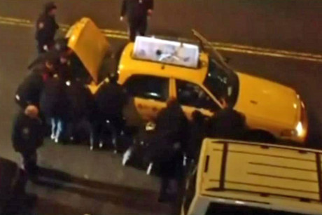 A still from the video showing New York police lifting the taxi off Luis Velasquez (CBS)