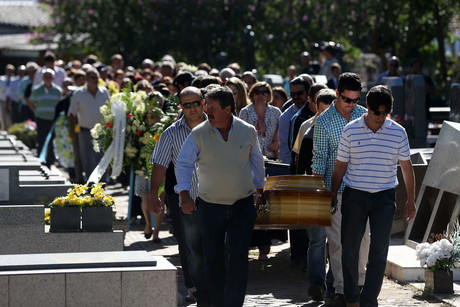 Relatives of victims of the 'Kiss' nightclub fire attend to their funeral in Santa Maria (AAP)