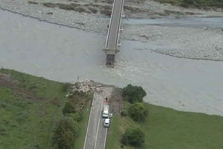 The broken Wanganui bridge
