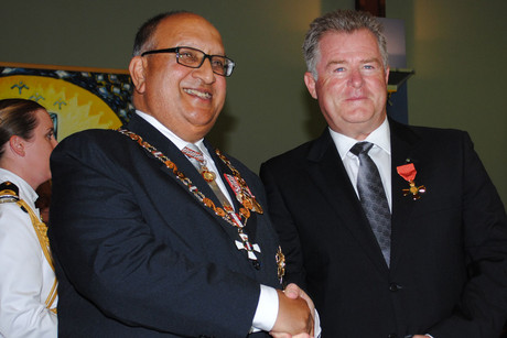 Phillip Leishman (R) with former Governer-General Anand Satyanand (file)