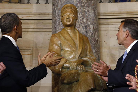 US President Barack Obama (L) and Speaker of the House John Boehner  look at the statue of Rosa Parks (Reuters)