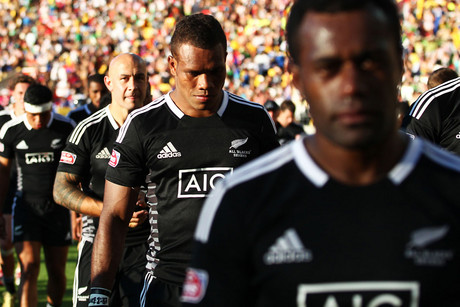 Dejected New Zealand players leave the field following their semi final loss to Kenya during the Hertz Wellington Rugby Sevens (Photosport)