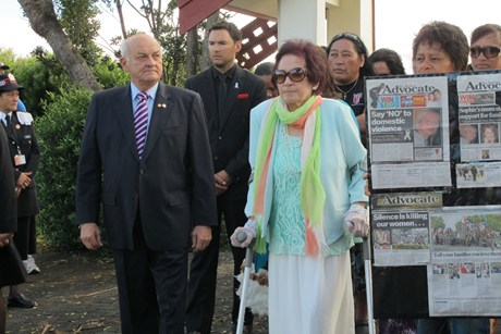 Titewhai Harawira escorted philanthropist Sir Owen Glenn onto the marae just before 9am this morning (Photo: Kim Choe / 3 News)