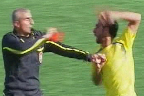 The referee is attacked in a Labanese football match
