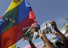 (Photo:AP) Supporters of Hugo Chávez gathered to say goodbye
