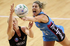 Phillipa Finch (R) takes the ball away from Laura Langman (Photosport)