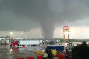 A tornado in Shawnee, Oklahoma (Photo: Twitter/@News9)