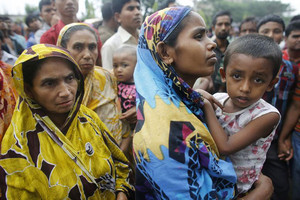 Relatives of workers at the garment factory which collapsed (Reuters file)