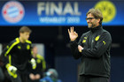 Jurgen Klopp (Right), manager of Dortmund, signals to his players (AAP)