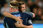 Chris Noakes hugs Tom McCartney (Photosport)