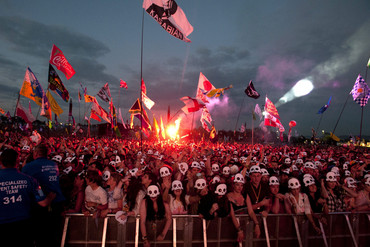 The crowd for Kasabian at Glastonbury 2014 (AAP)