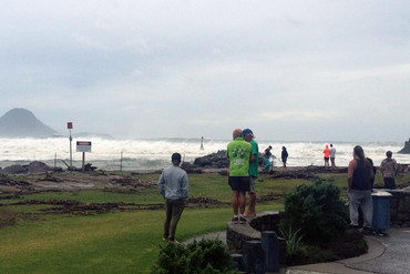 Huge swells a novelty for locals at Whakatane Heads (3 News/Sophie Lowery)